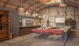 vergaderen boardroom met bar